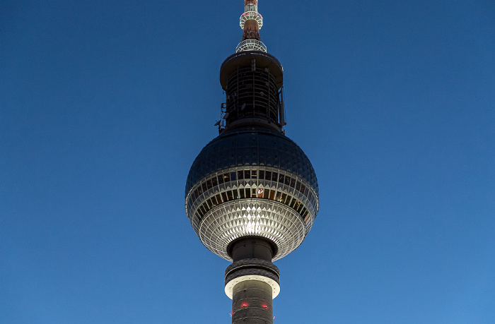 Blick aus dem Motel One Alexanderplatz: Fernsehturm Berlin