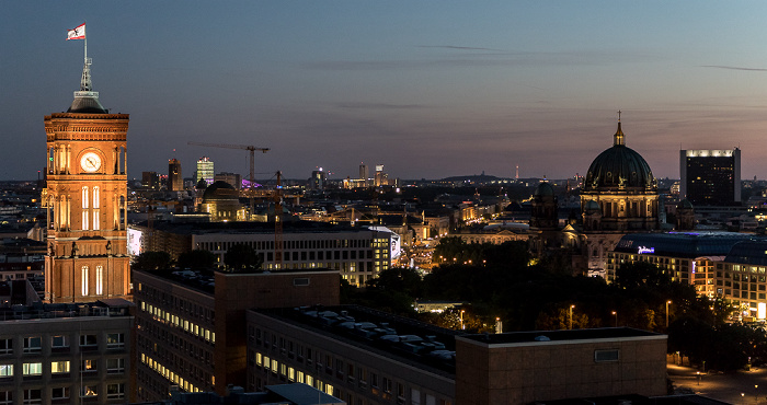 Blick aus dem Motel One Alexanderplatz: Rotes Rathaus, Berliner Dom, Internationales Handelszentrum, CityQuartier DomAquarée Berlin