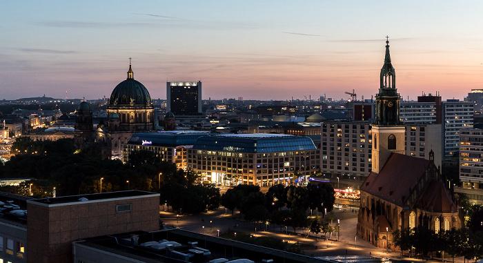 Blick aus dem Motel One Alexanderplatz: Berliner Dom, Internationales Handelszentrum, CityQuartier DomAquarée, Marienkirche Berlin