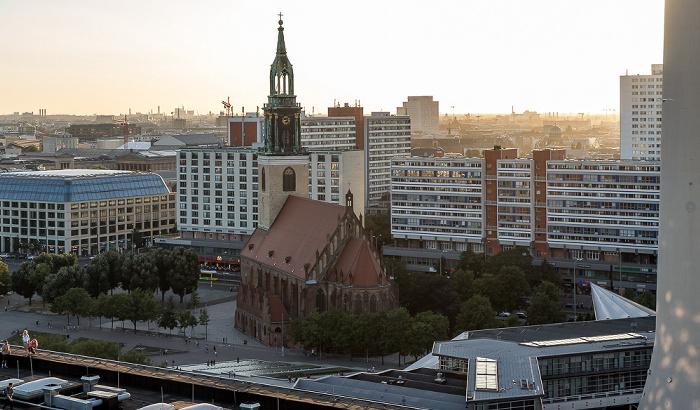 Blick aus dem Motel One Alexanderplatz: Marienkirche Berlin