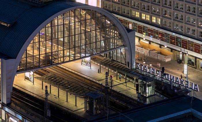 Blick aus dem Motel One Alexanderplatz: Bahnhof Alexanderplatz Berlin