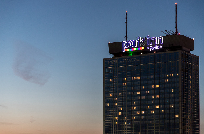 Blick aus dem Motel One Alexanderplatz: Park Inn by Radisson Berlin