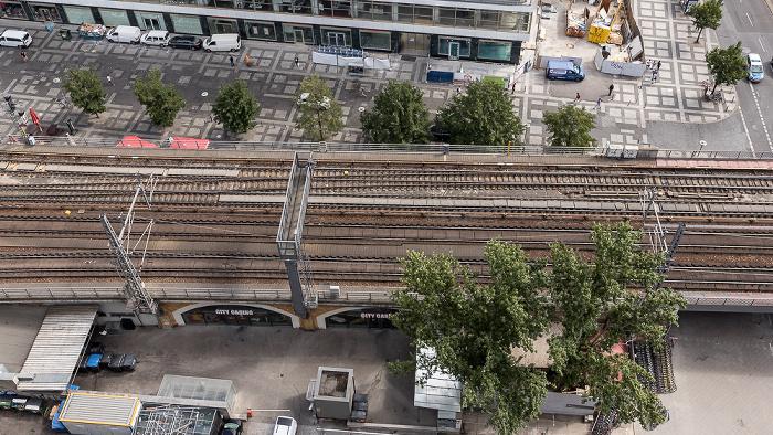 Blick aus dem Motel One Alexanderplatz: Berliner Stadtbahn Berlin