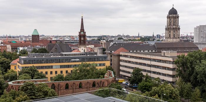 Blick aus dem Motel One Alexanderplatz: Parochialkirche und Altes Stadthaus Berlin