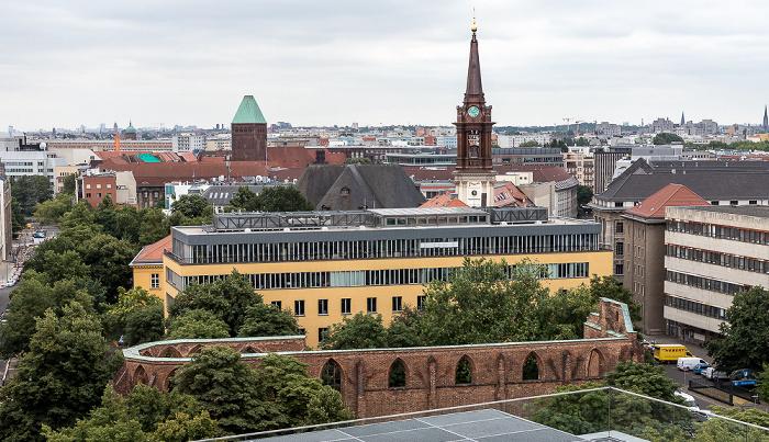 Blick aus dem Motel One Alexanderplatz: Parochialkirche Berlin