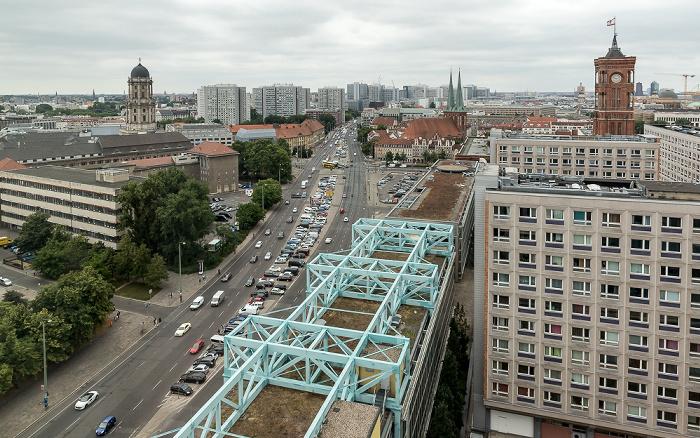 Blick aus dem Motel One Alexanderplatz: Altes Stadthaus, Grunerstraße, Nikolaikirche, Rotes Rathaus Berlin