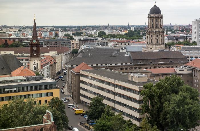 Blick aus dem Motel One Alexanderplatz: Parochialkirche, Klosterstraße, Altes Stadthaus Berlin