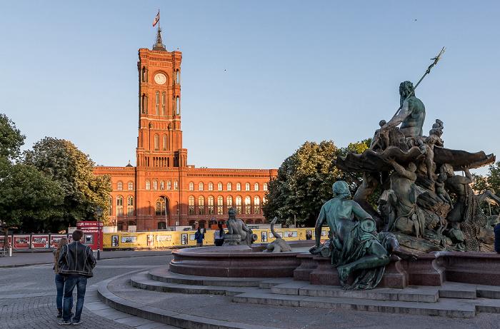 Rotes Rathaus, Neptunbrunnen Berlin