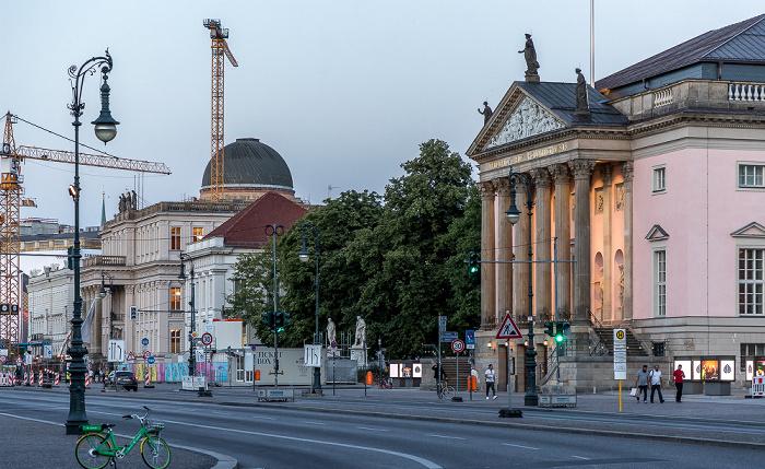 Unter den Linden (v.r.): Staatsoper Unter den Linden, Bebelplatz, Prinzessinnenpalais, Kronprinzenpalais Berlin