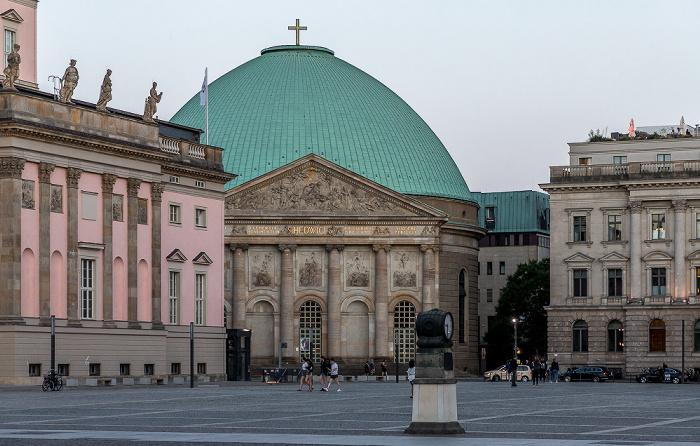 Bebelplatz: Staatsoper Unter den Linden, St.-Hedwigs-Kathedrale, Hotel de Rome Berlin