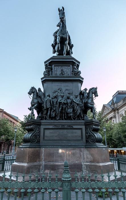 Unter den Linden: Reiterstandbild Friedrichs des Großen Berlin