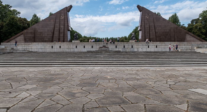 Alt-Treptow: Sowjetisches Ehrenmal im Treptower Park Berlin