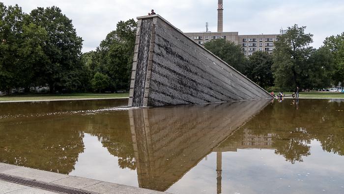 Invalidenpark: Mauerbrunnen (Versunkene Mauer) Berlin