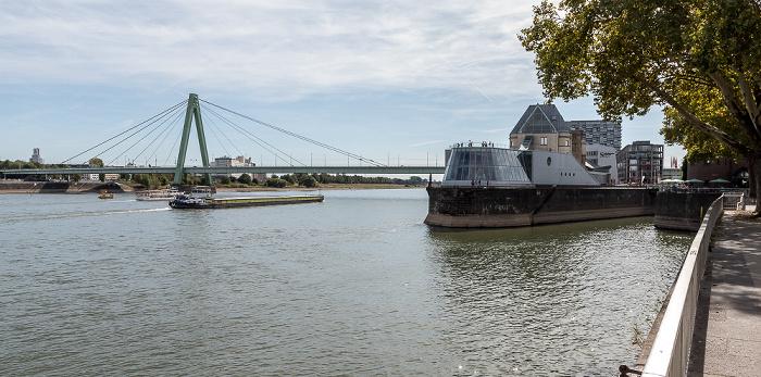 Rhein, Severinsbrücke, Rheinauhalbinsel mit Schokoladenmuseum Köln 2018