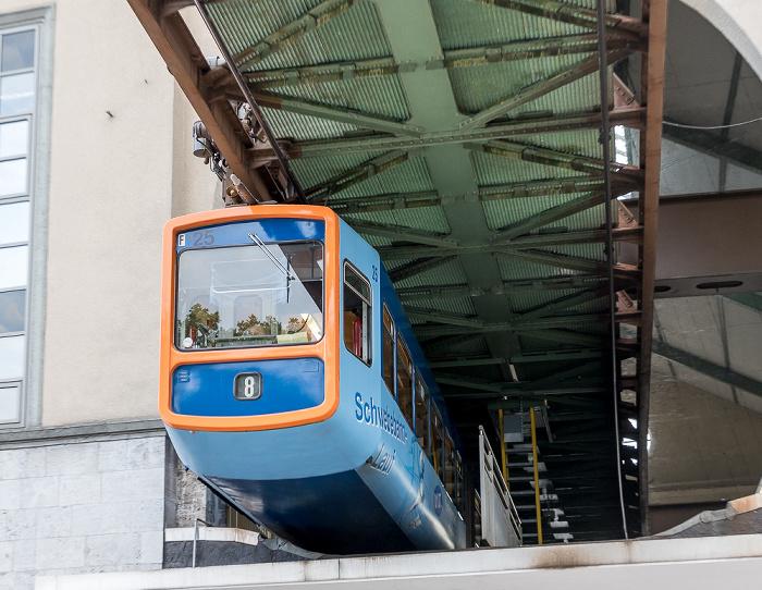 Elberfeld: Wuppertaler Schwebebahn im Schwebebahnstation Hauptbahnhof