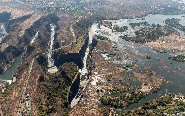 Livingstone Blick aus dem Hubschrauber (v.o.): Matabeleland North Province (Simbabwe), Sambesi, Southern Province (Sambia) Luftbild aerial photo