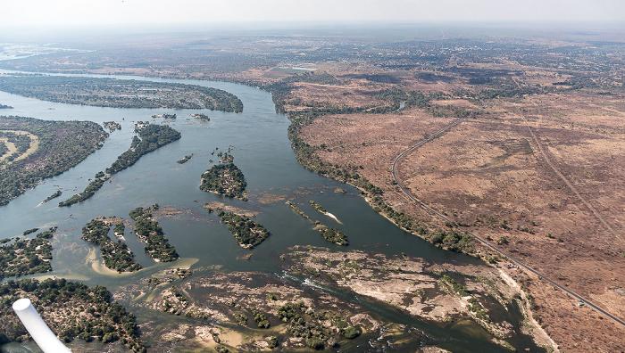 Livingstone Blick aus dem Hubschrauber: Sambesi, Southern Province (Sambia) Luftbild aerial photo