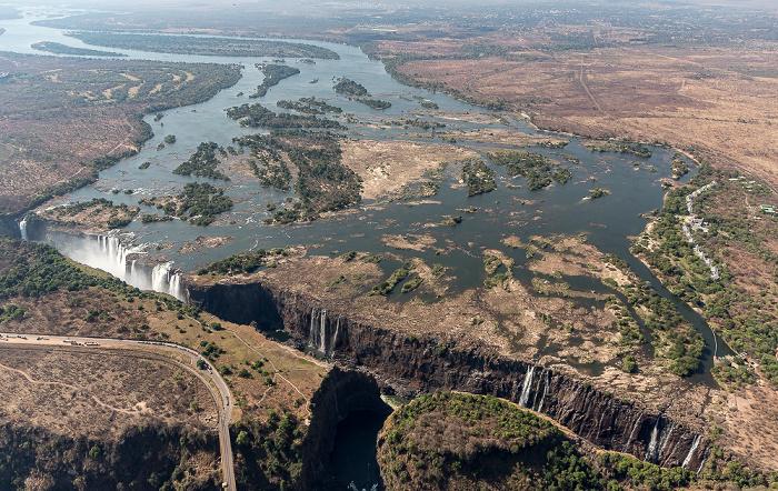 Livingstone Blick aus dem Hubschrauber: Sambesi, Victoriafälle Luftbild aerial photo