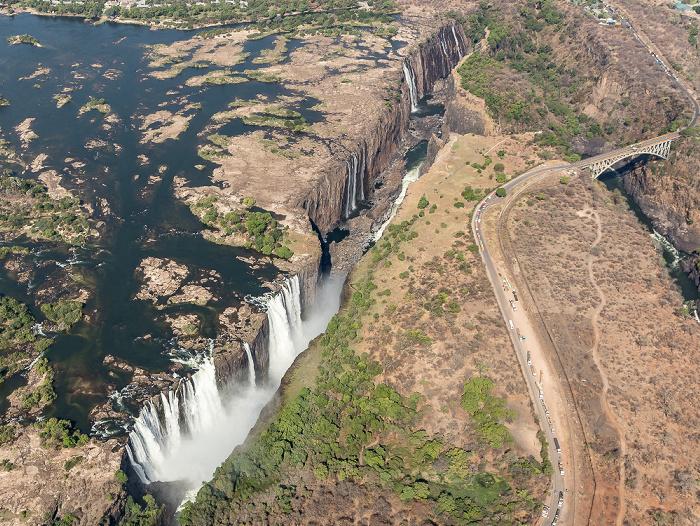 Victoria Falls Blick aus dem Hubschrauber: Sambesi, Victoriafälle Luftbild aerial photo