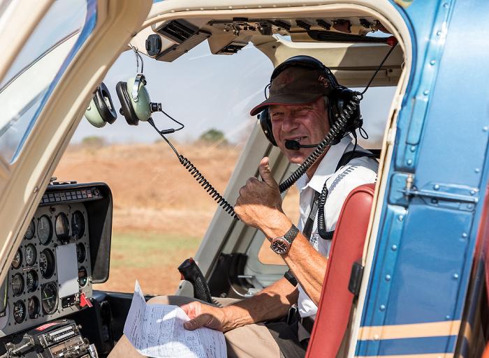 Victoria Falls Helipad Bonisair Helicopter: Pilot Tom im Bell 206L-3 LongRanger III