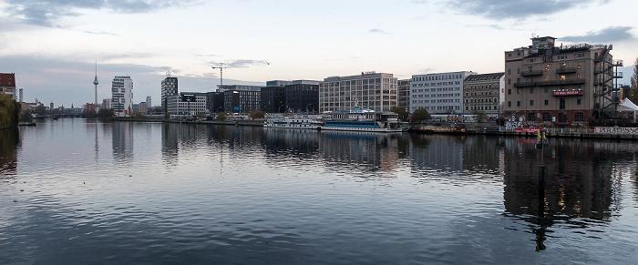 Blick von der Oberbaumbrücke: Spree, Friedrichshain Berlin