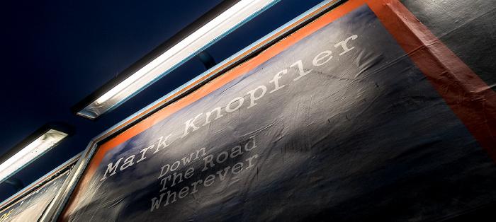 Kreuzberg: Werbung für das Mark-Knopfler-Album Down The Road Wherever Berlin