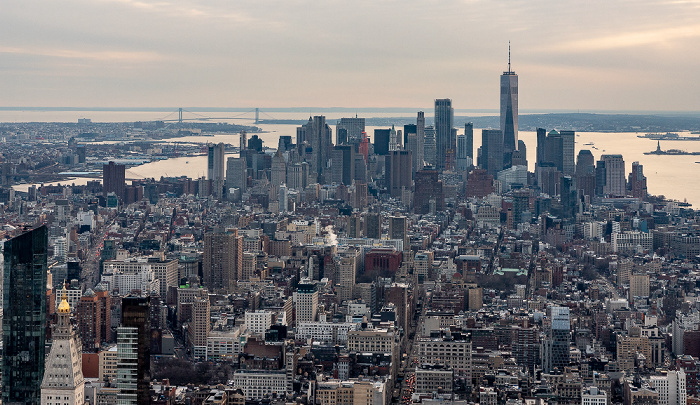 New York City Blick vom Empire State Building: Manhattan Brooklyn East River Freiheitsstatue Hudson River Liberty Island One World Trade Center Verrazano Narrows Bridge World Trade Center