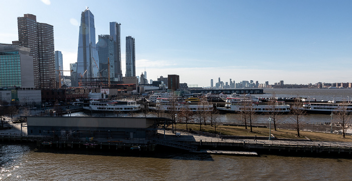 Blick vom Intrepid Sea, Air & Space Museum: Manhattan, Pier 84 at Hudson River Park, Hudson, Jersey City New York City