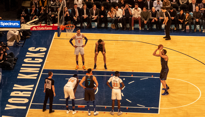 New York City Madison Square Garden: NBA-Spiel New York Knicks - Dallas Mavericks, Dirk Nowitzki beim Freiwurf