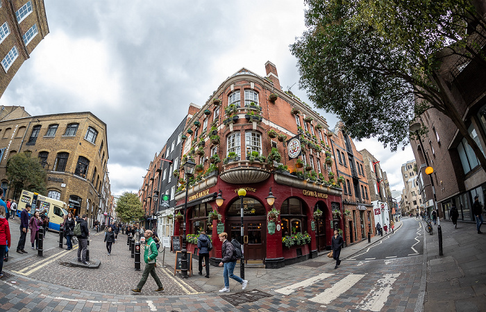 Covent Garden: Neal Street / Shelton Street - Crown & Anchor London