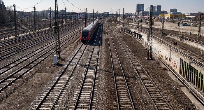 Blick von der Donnersbergerbrücke: Bahnstrecke Hauptbahnhof - Pasing München