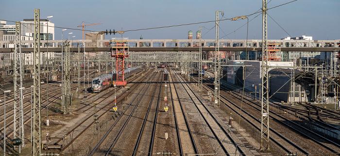 Blick von der Donnersbergerbrücke: Bahnstrecke Hauptbahnhof - Pasing, Arnulfsteg  München