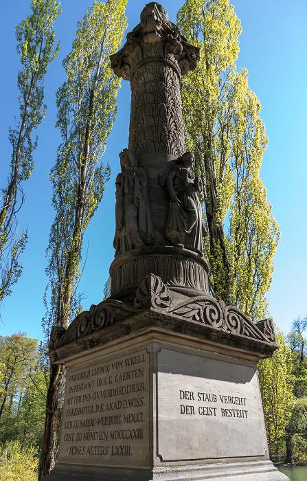 Englischer Garten: Gedenksäule für Friedrich Ludwig von Sckell am Kleinhesseloher See München