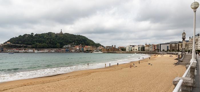 Donostia-San Sebastián Bahía de La Concha mit Playa de La Concha, Monte Urgull mit dem Monumento al Sagrado Corazón de Jesús