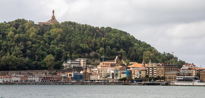 Donostia-San Sebastián Bahía de La Concha, Parte Vieja-Alde Zaharra, Monte Urgull mit dem Monumento al Sagrado Corazón de Jesús
