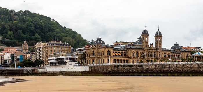 Donostia-San Sebastián Playa de La Concha Casa consistorial de San Sebastián Edificio del Real Club Náutico de San Sebastián