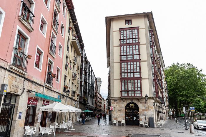 Casco Viejo: Calle de la Esperanza (Itxaropen Kalea) (links) / Calle Viuda de Epalza (Epaltzaren Alargunaren Kalea) Bilbao