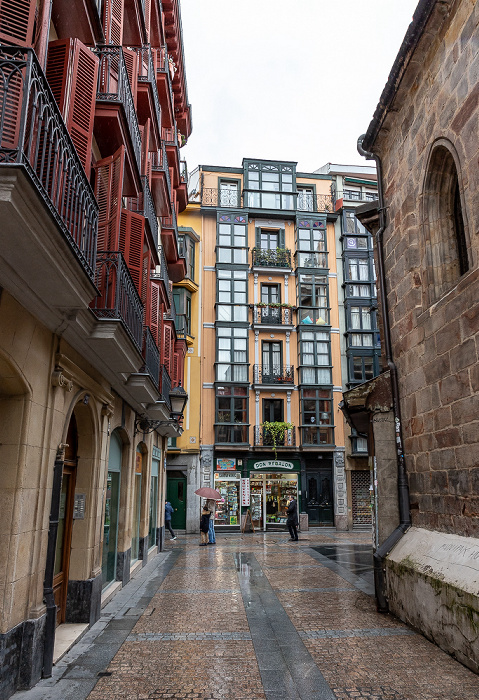 Casco Viejo: Calle del Correo (Posta Kalea) / Calle de la Tendería (Dendarikale) Bilbao
