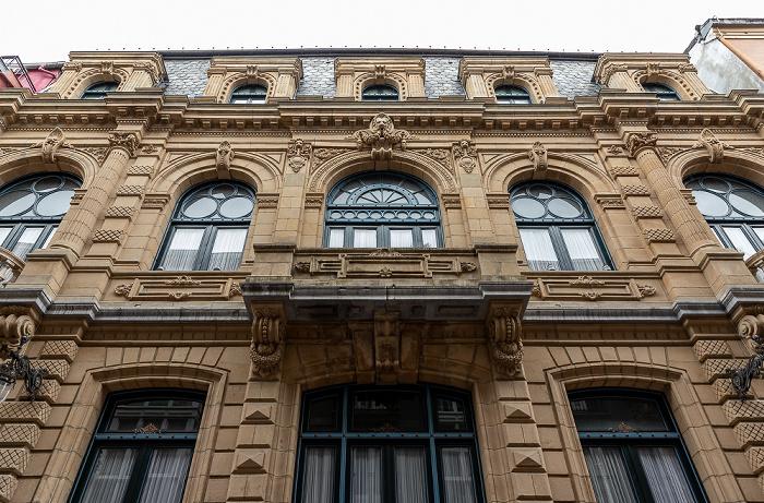 Bilbao Casco Viejo: Calle Bidebarrieta (Bidebarrieta Kalea) - Biblioteca Municipal de Bidebarrieta