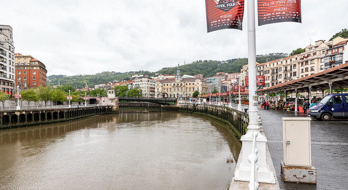 Abando, Puente del Ayuntamiento, Casco Viejo mit dem Paseo del Arenal Bilbao