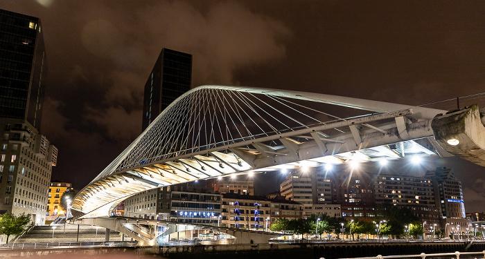 Zubizuri (Puente Blanco), Abando mit den Torres Isozaki (Isozaki Atea) Bilbao