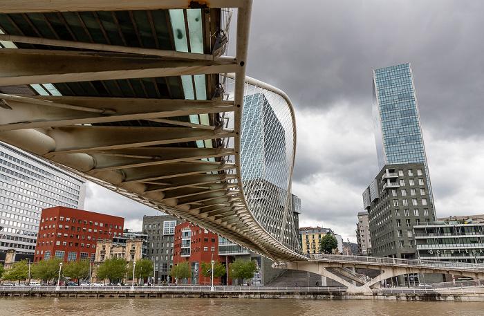 Ría de Bilbao, Zubizuri (Puente Blanco), Abando mit Torres Isozaki (Isozaki Atea)