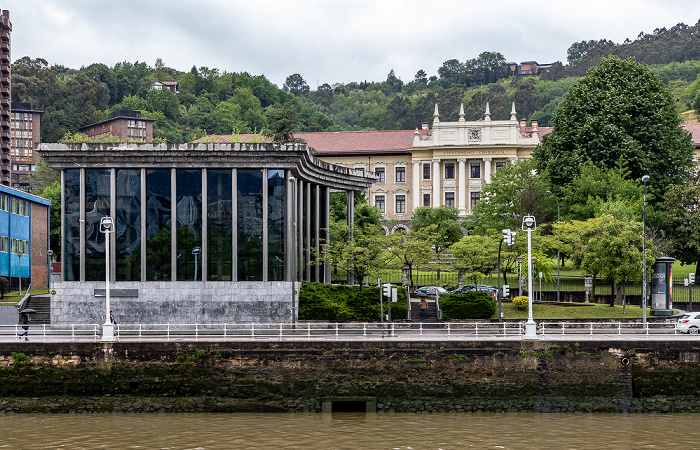 Ría de Bilbao, Uríbarri mit der Universidad de Deusto