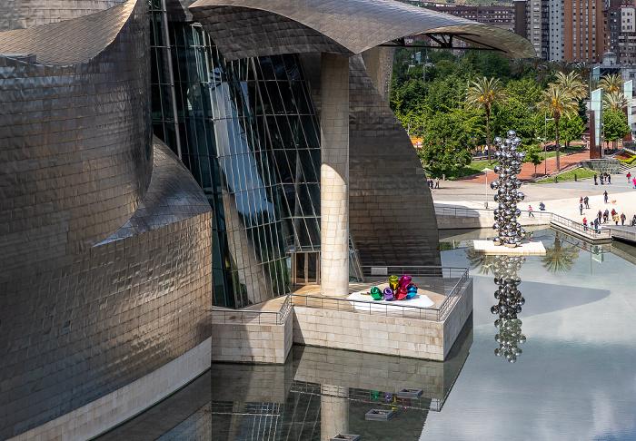 Blick von der Puente de La Salve: Abando mit dem Guggenheim-Museum Bilbao Bilbao
