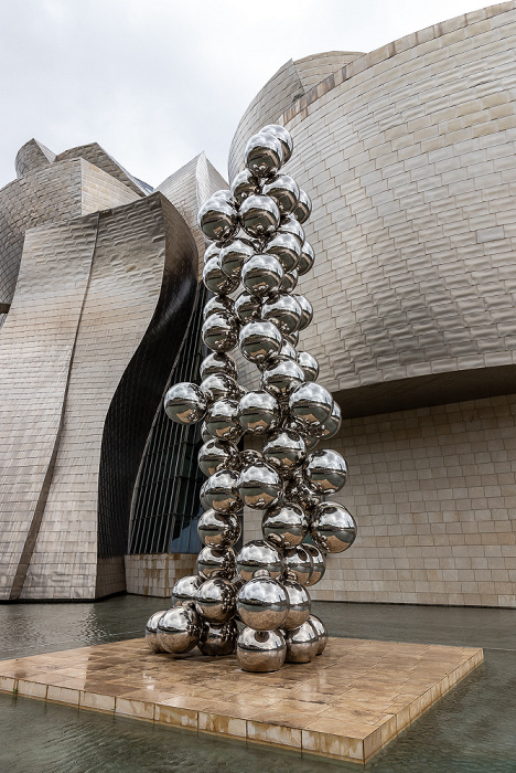 Guggenheim-Museum Bilbao: Tall Tree and the Eye (von Anish Kapoor)