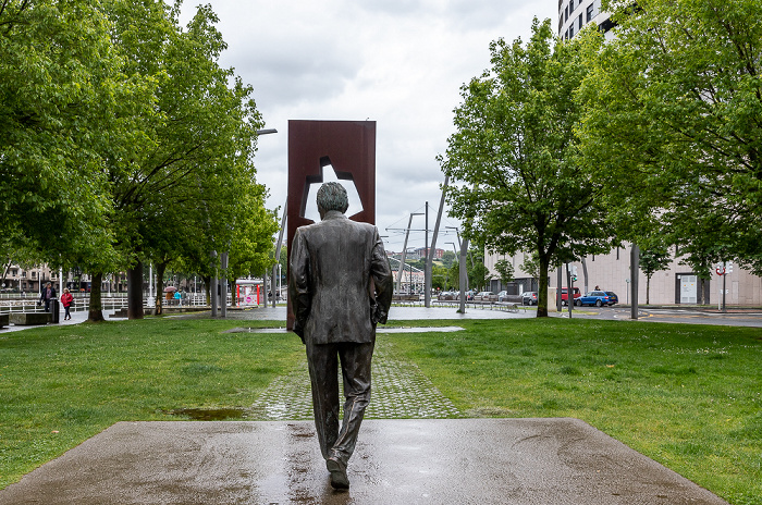 Abando: Campa de los Ingleses - Ramón-Rubial-Denkmal und Puerta de los Honorables Bilbao