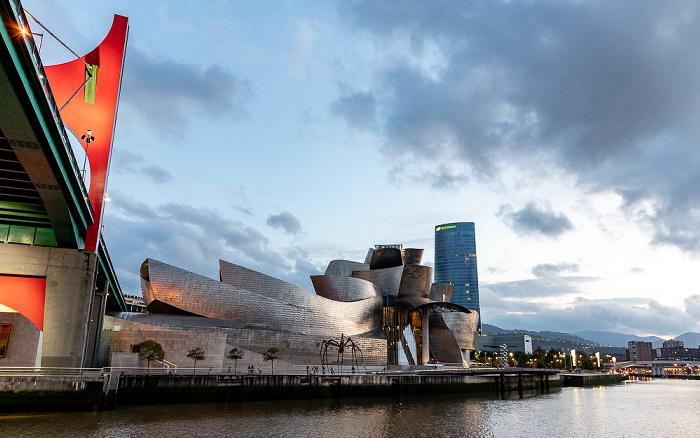 Abando mit Puente de La Salve, Guggenheim-Museum Bilbao und Torre Iberdrola  Bilbao