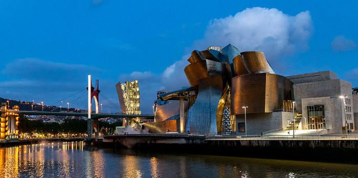 Abando mit Puente de La Salve, Torre de La Salve und Guggenheim-Museum Bilbao Bilbao