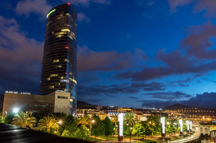 Blick von der Pasarela Pedro Arrupe: Abando mit dem Torre Iberdrola Bilbao