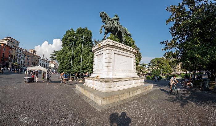 Verona Centro Storico (Altstadt): Piazza Bra - Reiterstandbild von Vittorio Emanuele II